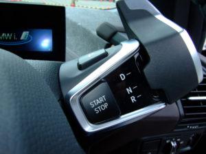 参考写真:BMWi3(電気自動車)の前進後進スイッチセレクター
