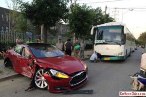 first-tesla-model-s-crash-in-china-is-downright-painful-to-watch-photo-gallery-83839_1
