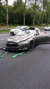 model-s-crashes-in-holland-and-autopilot-has-nothing-to-do-with-it-for-a-change-109258_1